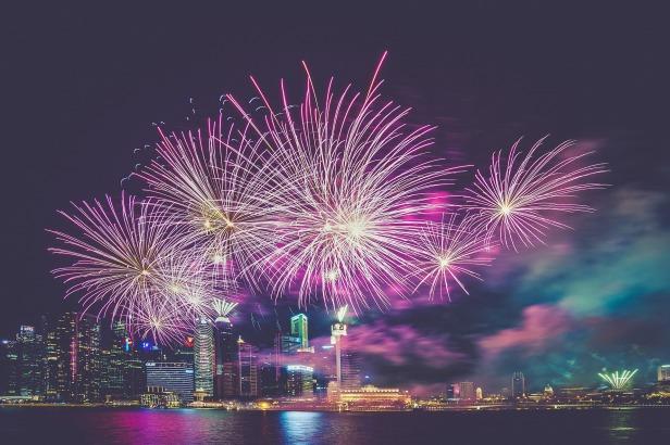 fireworks-945386_1920